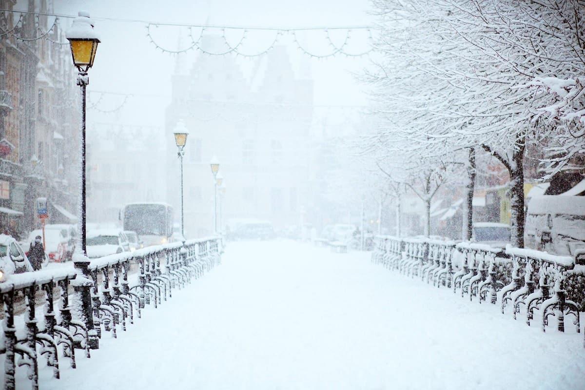 Pflichten für Hauseigentümer und Mieter bei Eis und Schnee