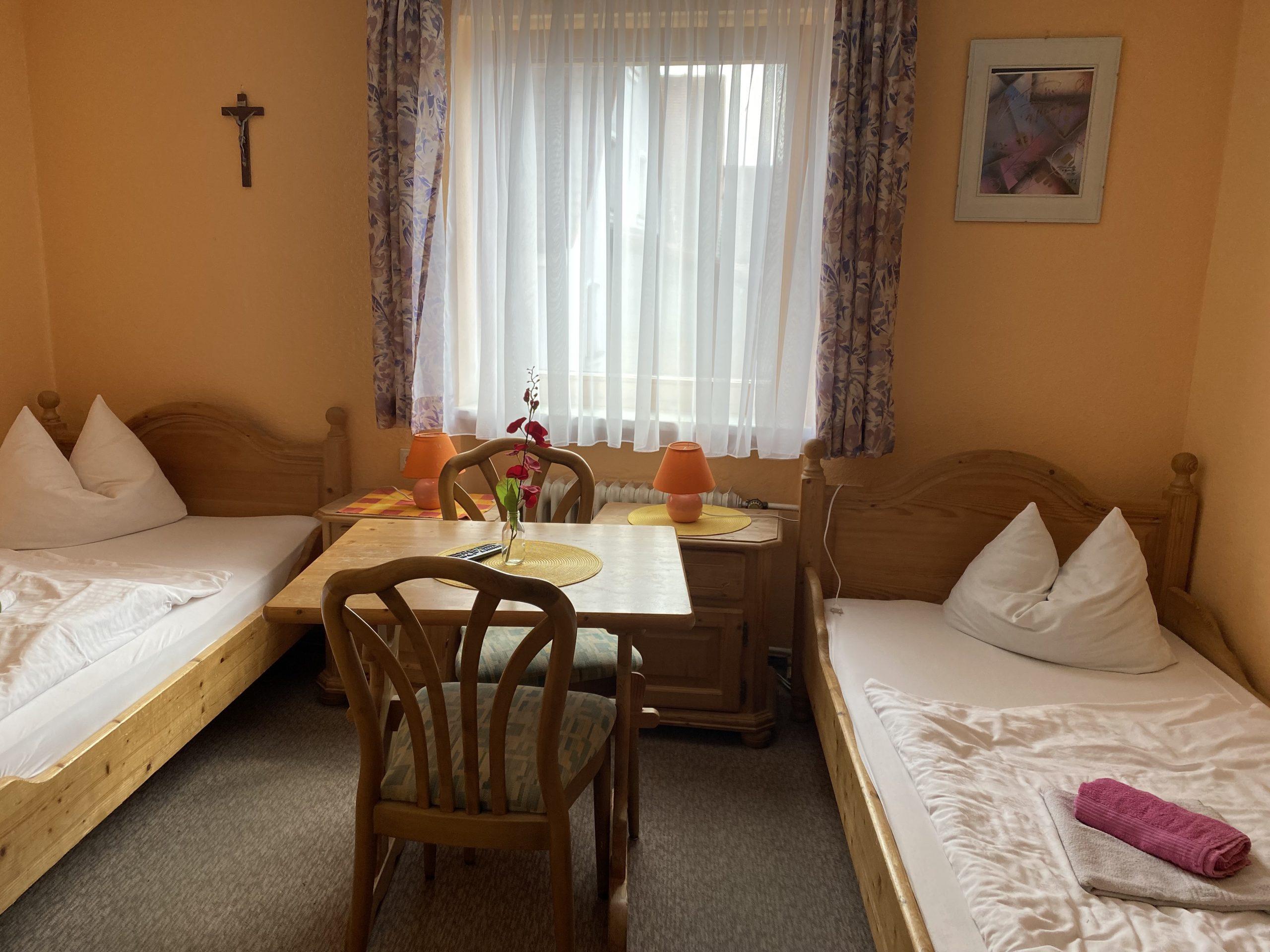 Zweibettzimmer für Saisonkräfte in Pleinfeld
